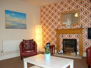 Salt Marsh Apartment Seaside Retreat, Tywyn