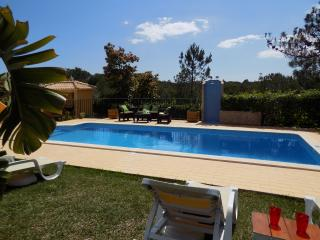 VILLA WITH POOL IN VILAMOURA Offers discounts for smaller groups, Vilamoura