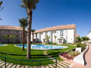 E- Golden Gardens, 5 minutos playa Arenal, 4 pers