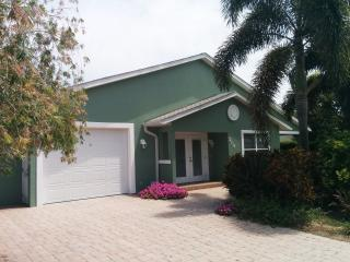 Sand Castle well appointed home steps from beaches, Anna Maria