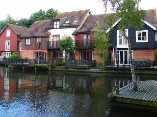 Knot Cottage on the Water, Wroxham