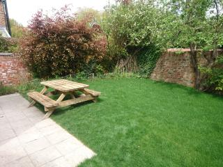 Enclosed rear garden which catches the sun til 6pm.