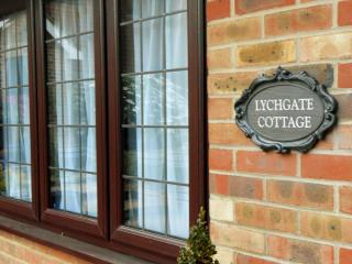 Luxurious accommodation at Lychgate Cottage, HENFIELD, Henfield