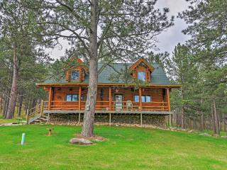 Rustic 3BR Black Hills Log Cabin w/Wifi, Gas Grill & Large Porch  - Easy Access to Custer, Mount Rushmore, National Parks & More!, Wind Cave National Park