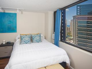 Luxury Studio in Waikiki with Full Kitchen--View!, Honolulu