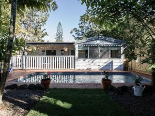 Surfers Paradise Beach Style Cottage