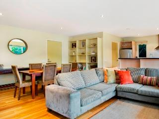 Ocean Grove home 100m to surf beach   Sleeps 8