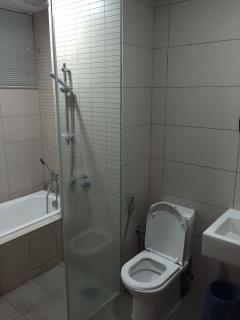 1st bathroom connected to 1st room
