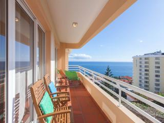 Funchal Sunshine with large terrace and ocean view