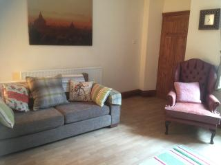 Cosy House to rent in Hoyland, Barnsley