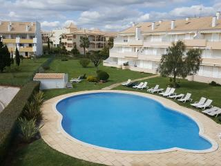 Sunny Apartment in Perfect Location, Vilamoura