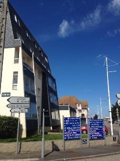 Studio avec balcon proche plage, port et commerces, Courseulles-sur-Mer