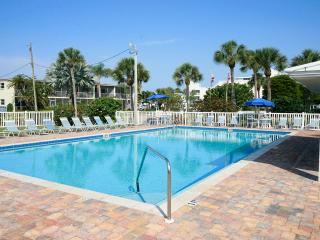 Only 150 yards to Crescent Beach and heated pool!, Siesta Key