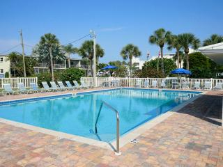 Only 150 yrds to Siesta Key Beach and heated pool!