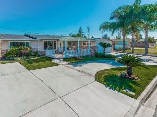 Gorgeous Pool Home Close to Disneyland and Anaheim Convention Center