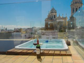 Stunning apartment w/t terrace, jacuzzi & sea view, Cádiz