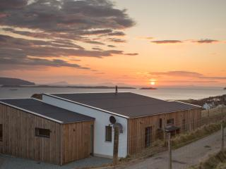 Salt Winds, Waternish, Skye - enjoy stunning sunsets in spacious luxury