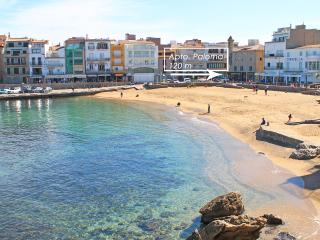 Nice and comfortable apartment at 120 m. beach, L'Escala