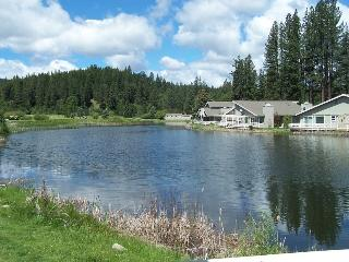 #29 ASPEN On the Pond! $225.00-$260.00 BASED ON FOUR PERSON OCCUPANCY AND NUMBER OF NIGHTS. (plus county tax, SDI, and processing fee), Graeagle