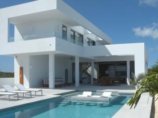 WHITE VILLA - Indoor/Outdoor Living - Sleeps 4 - 6, Long Bay Beach