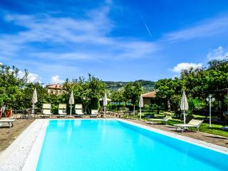 Residence Limoneto, Villa Limoneto B, walking distance to town, pool, parking