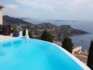 Belle villa vue mer panoramique  piscine chauffée, Le Trayas