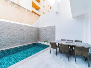 2 Bedroom Maisonette with Private Pool, Sliema