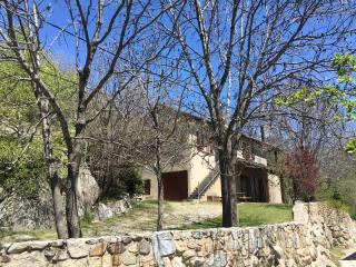 DORRES - Casa amb jardí per a 9 persones - 4 habitacions i dues sales d'estar!