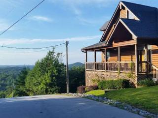 Spring gift card special! Luxury mountain cabin. 2850 sq.ft. Panoramic views!, Clayton