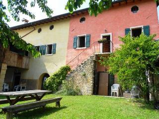 Appartamento il Rovero a 3 km da Garda, Costermano