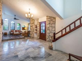 Casa Ana - Vaulted Ceilings, Convenient Location, Cozumel