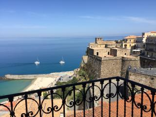 PALAZZO PIZZO DEPENDANCE overlooking the sea & sunset near lively piazza, Pizzo