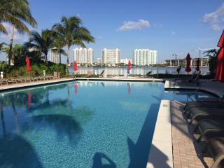 Lux. Condo 2 br 2 bh intercostal view Sunny Isles, Miami
