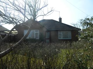 BOURNECOAST: LOVELY 2 BEDROOM BUNGALOW OPPOSITE STUNNING NATURE RESERVE - HB5959