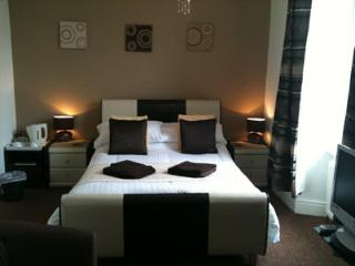 Number 80 Bed then Breakfast, ROOM 2, Bowness-on-Windermere