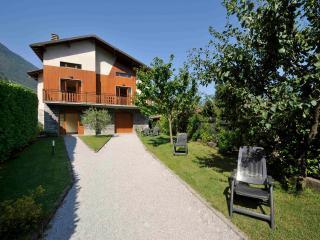 Villa L'Ulivo, Lezzeno