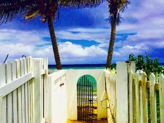 Caribbean Beach Cottage - Sleep 8 - Steps to the Beach - Ocean Views and Breezes