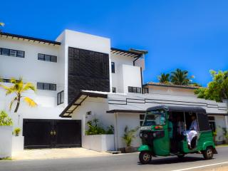Luxury Beachside 5 Bedroom Villa, Talpe, Galle. 200m from a natural ocean lagoon