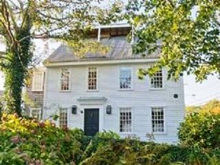 5 Bedroom 5 Bathroom Vacation Rental in Nantucket that sleeps 10 -(10366)