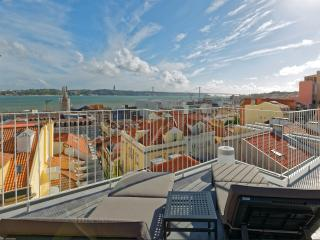 Duplex Apartment with Terraces and river view, Lisboa