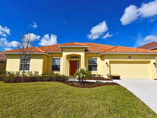 Solterra Resort 4Bed Pool Home w/ GmRm Frm $130nt, Orlando