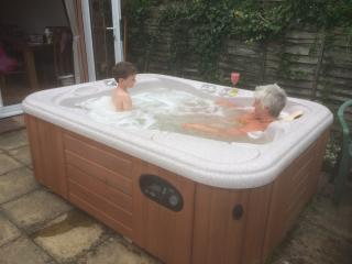 3 Bed Edwardian House + Hot Tub.