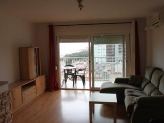 BRIGHT APARTMENT IN FRONT OF THE BEACH, Malgrat de Mar