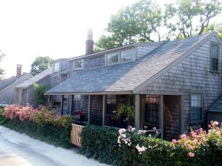 5 Bedroom 3 Bathroom Vacation Rental in Nantucket that sleeps 9 -(9910)