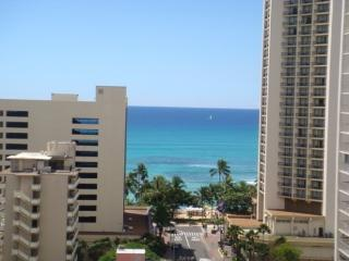 Waikiki Park Heights- 1 Block to the Beach