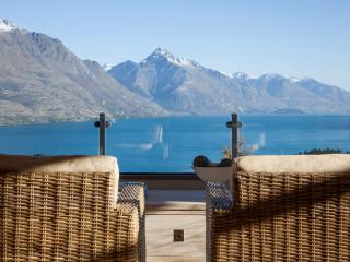 Lake View Retreat, Queenstown Hill