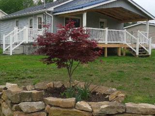 Cozy Cottage w Wood Burning Stove
