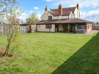 BRAMBLES, pet-friendly cottage with garden, close Malvern Hills, Little Malvern