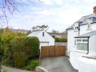 HILLSIDE COTTAGE superb semi-detached cottage, close to coast, enclosed garden, St Ishmaels