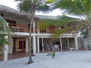 Casa Tortuga, Beautiful Beachfront 4bdrm Villa & pool, Soliman Bay, Tulum